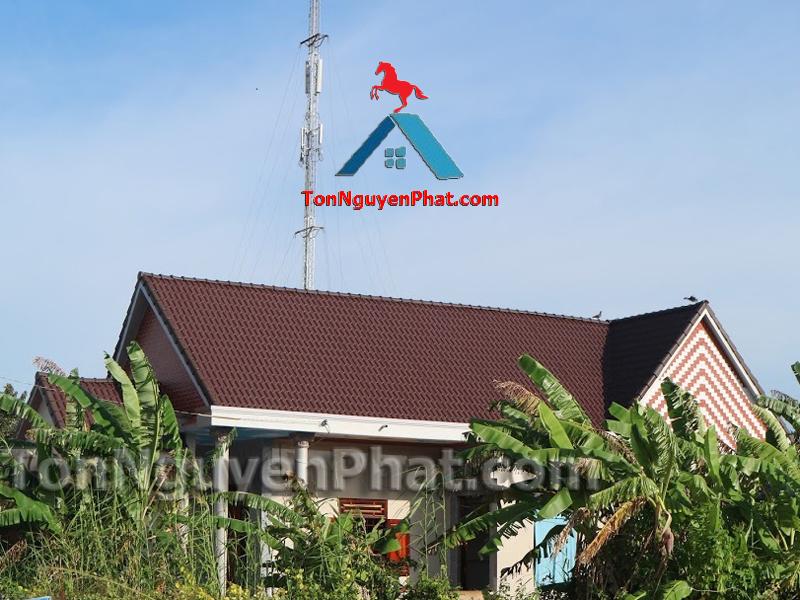 Nhà mái Thái lợp tôn giả ngói Ruby màu nâu đất socola Tôn Đông Á TonNguyenPhat.com